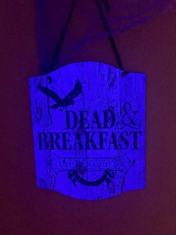 dead and breakfast=Darcy Oliver Design
